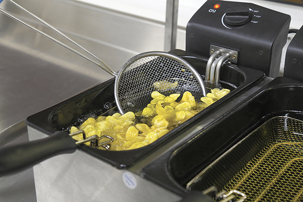 3. Turn the pasta several times to ensure uniform cooking.