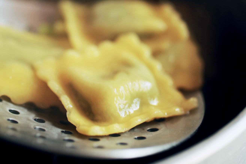 3. Scolare delicatamente la pasta.